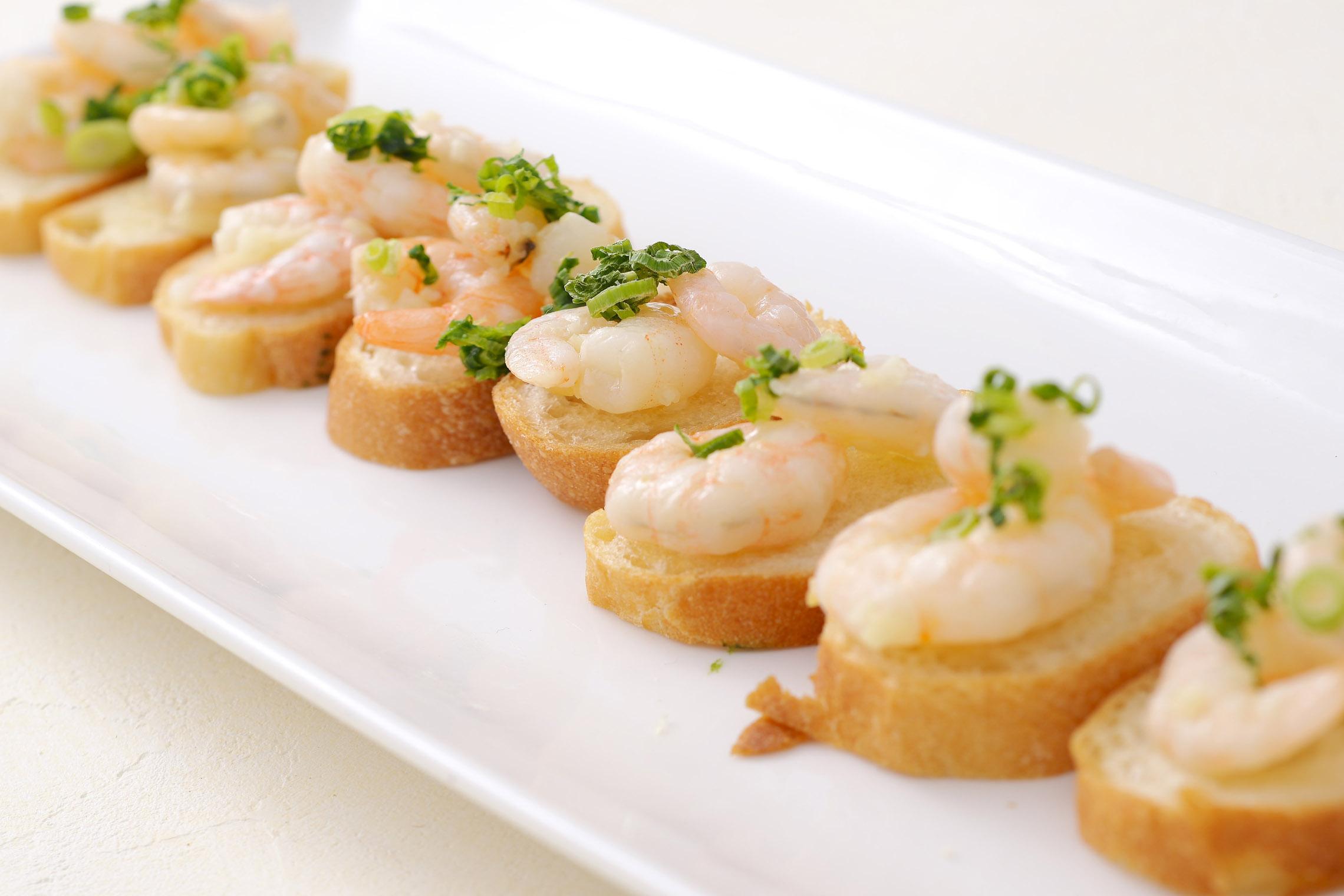 <p>スペイン料理の定番アヒージョをピンチョススタイルで食べやすく</p>